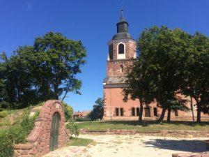 Románsky kostol z 11. storočia vo Felsoors